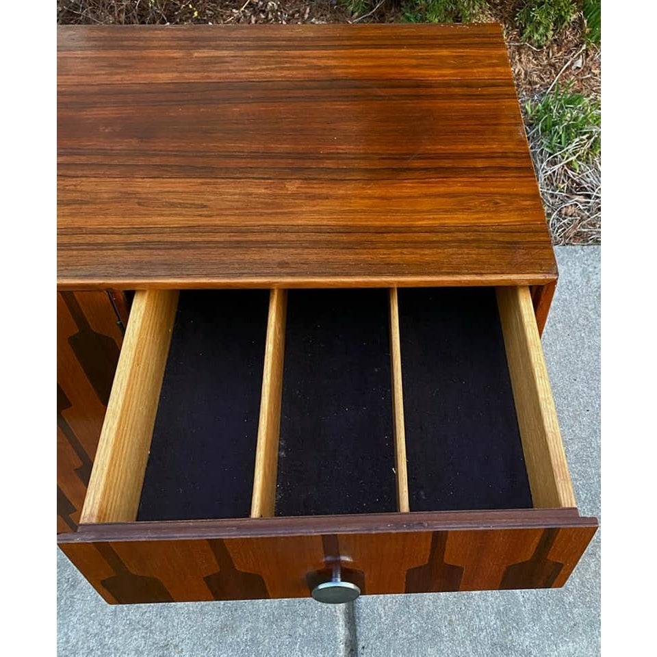 mid-20th-century-rosewood-credenza-winlaid-bi-fold-doors-and-drawers-2358