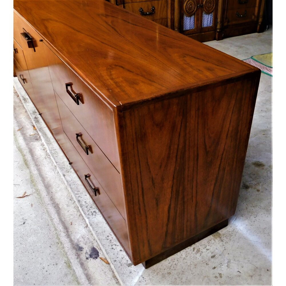 milo-baughman-for-founders-furniture-credenza-1020