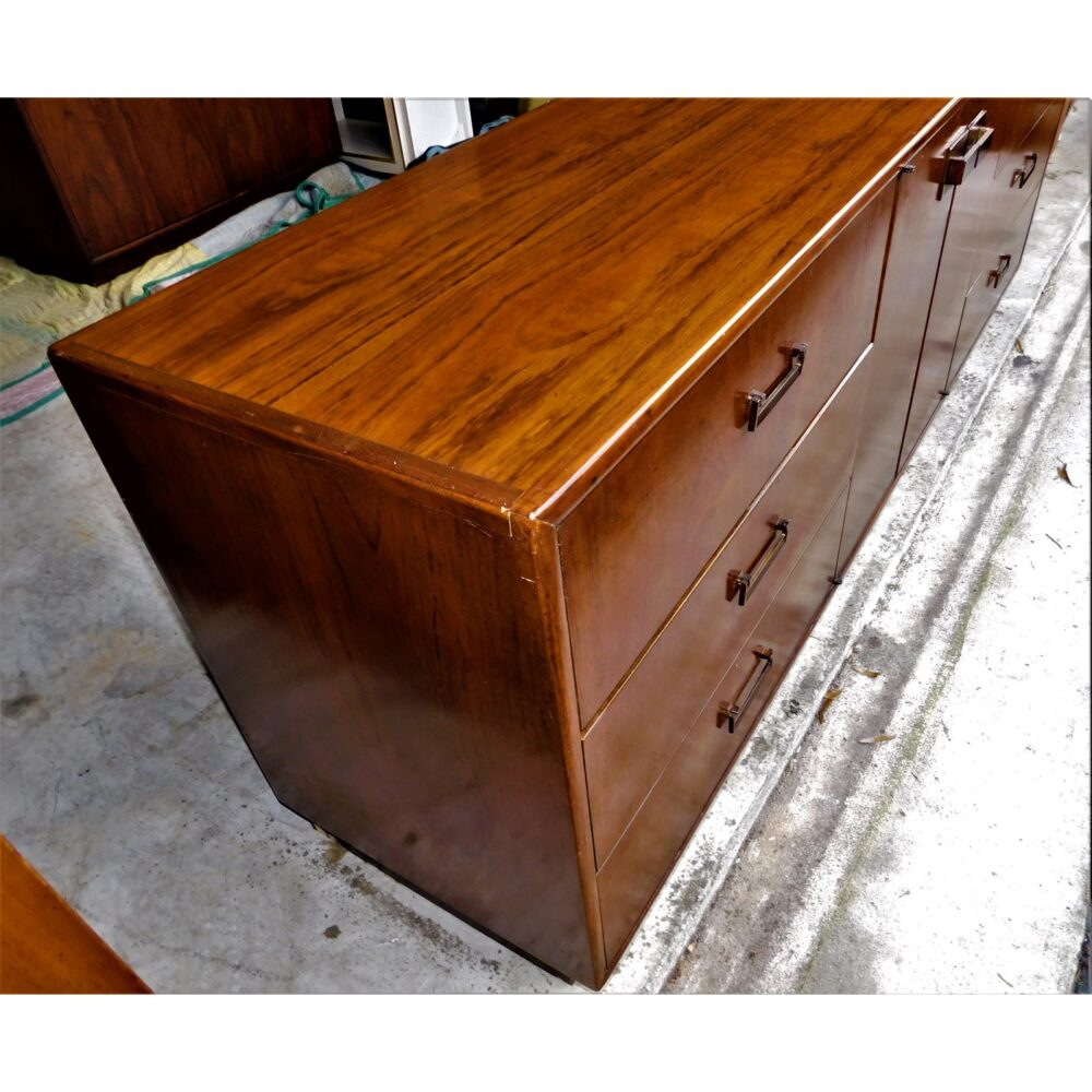 milo-baughman-for-founders-furniture-credenza-2992